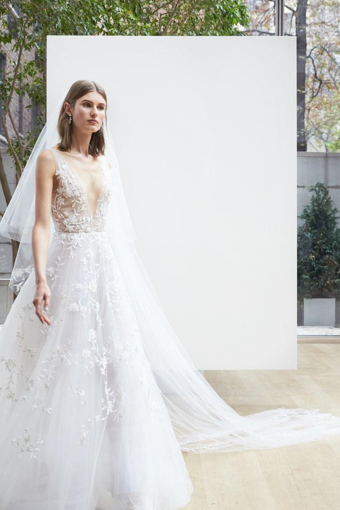 02-07-deep-deep-v-neck-wedding-dresses-oscar-de-la-renta